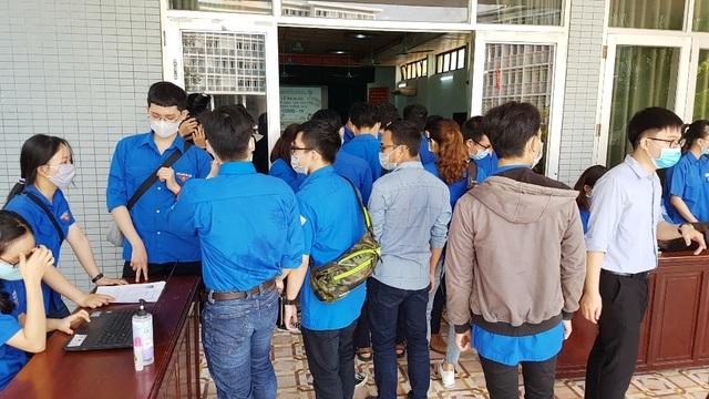 Hàng trăm SV tình nguyện góp sức vào chiến dịch phòng, chống dịch Covid-19 - 4