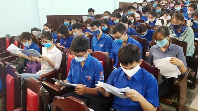 Hàng trăm SV tình nguyện góp sức vào chiến dịch phòng, chống dịch Covid-19 - 5