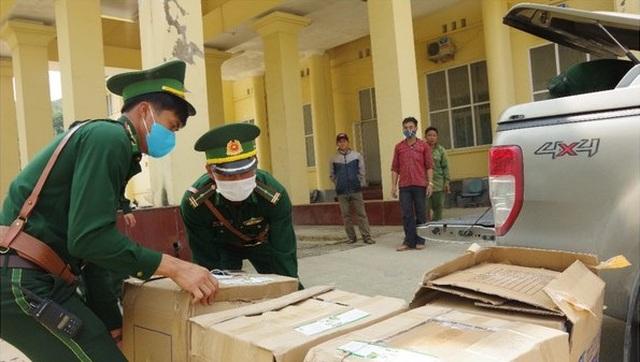 Bắt đối tượng vận chuyển 64 nghìn chiếc khẩu trang sang Lào - 1