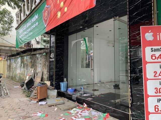 La liệt shop hàng đóng cửa, trả mặt bằng ở con phố sầm uất bậc nhất Hà Nội - 2