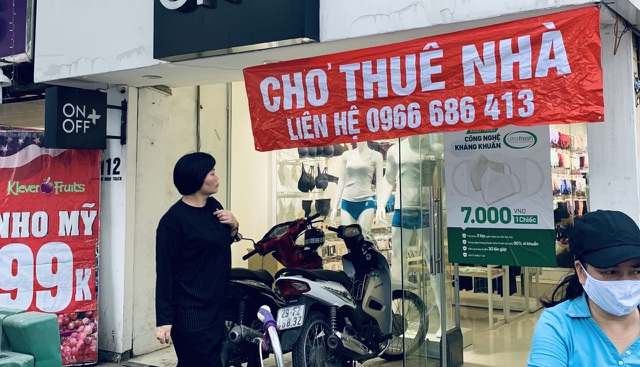 La liệt shop hàng đóng cửa, trả mặt bằng ở con phố sầm uất bậc nhất Hà Nội - 7