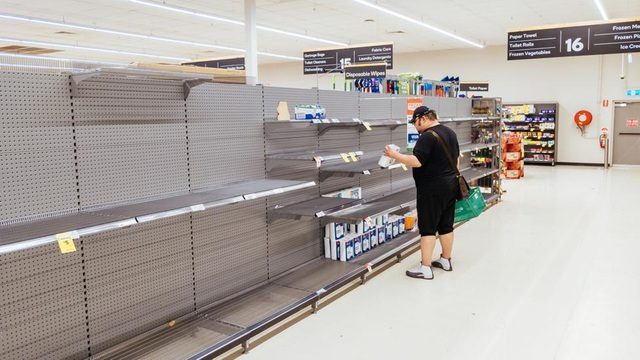 Đổ xô đi siêu thị: Sự chuẩn bị phù hợp hay hoảng loạn vô lý? - 1