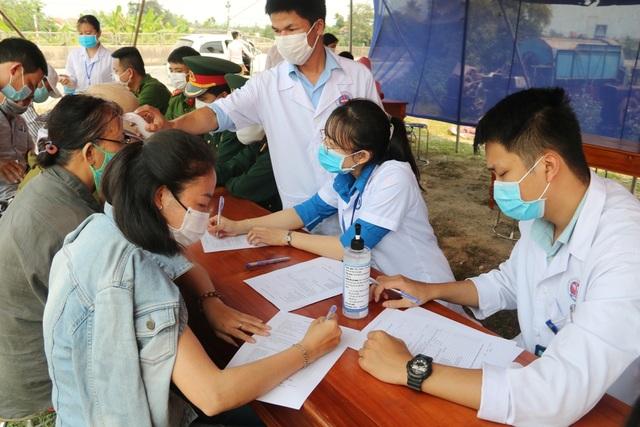 """18 y bác sĩ viết đơn tình nguyện vào """"tâm dịch"""" Covid-19 chăm sóc bệnh nhân - 5"""
