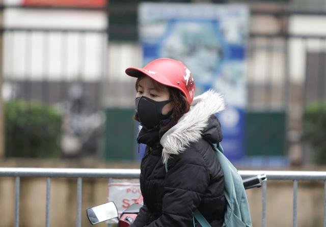 Hà Nội: Người thân tấp nập tiếp tế đồ vào khu cách ly Pháp Vân - Tứ Hiệp - 14