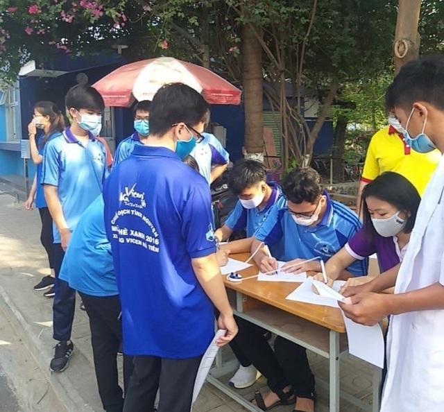 Hàng trăm SV tình nguyện góp sức vào chiến dịch phòng, chống dịch Covid-19 - 1