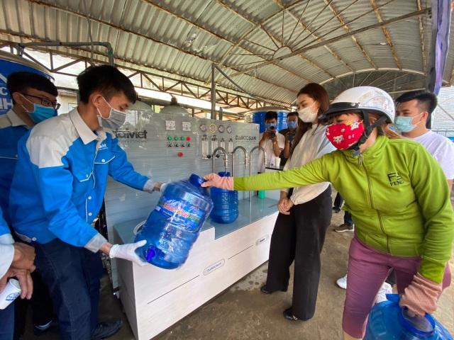 Người dân Bến Tre mừng rỡ vì nhận được máy lọc nước - 6
