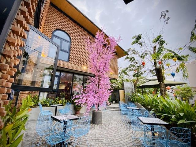 Ngôi nhà kết hợp quán cafe đẹp lạ nhờ nghệ thuật xếp gạch gây mê - 4