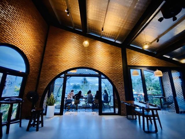 Ngôi nhà kết hợp quán cafe đẹp lạ nhờ nghệ thuật xếp gạch gây mê - 7