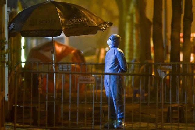 Chuyến xe chở công dân về khu cách ly Pháp Vân - Tứ Hiệp trong đêm mưa - 12