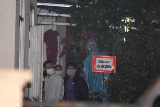 Chuyến xe chở công dân về khu cách ly Pháp Vân - Tứ Hiệp trong đêm mưa - 14