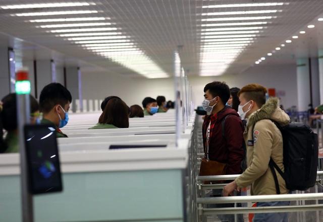 Hôm nay, 4 chuyến bay chở người Việt từ vùng dịch về Hà Nội - 1