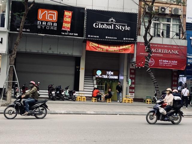 La liệt shop hàng đóng cửa, trả mặt bằng ở con phố sầm uất bậc nhất Hà Nội - 8