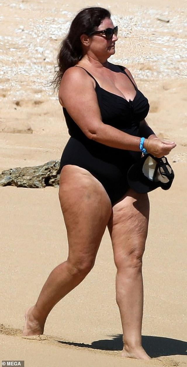 Điệp viên 007 Pierce Brosnan đưa vợ đi tắm biển - 2