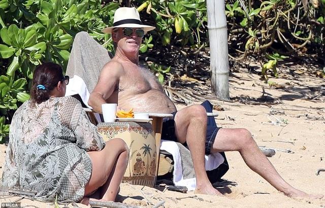 Điệp viên 007 Pierce Brosnan đưa vợ đi tắm biển - 4