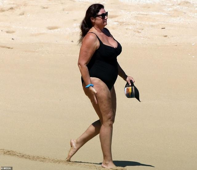 Điệp viên 007 Pierce Brosnan đưa vợ đi tắm biển - 6