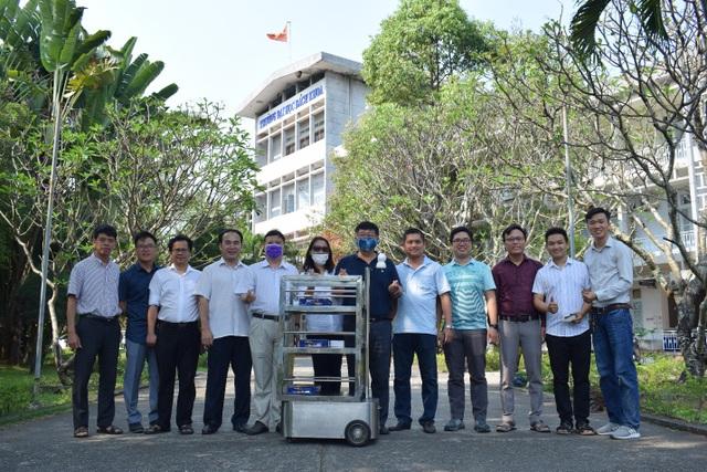 Giảng viên chế tạo robot vận chuyển trong khu cách ly phòng Covid- 19 - 3