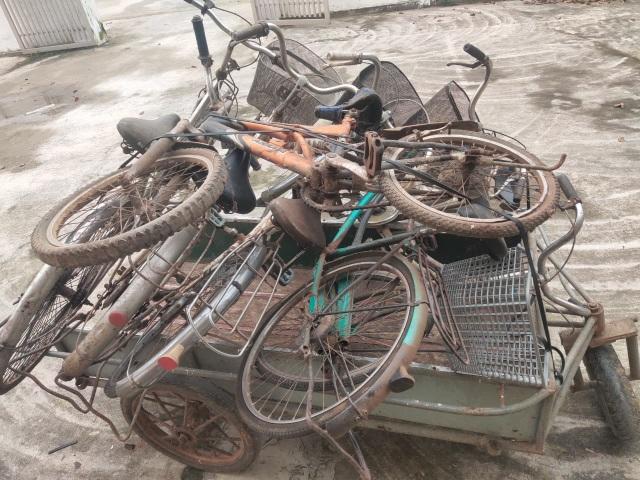Hà Tĩnh: Biến phế liệu thành xe đạp tặng học sinh nghèo - 1