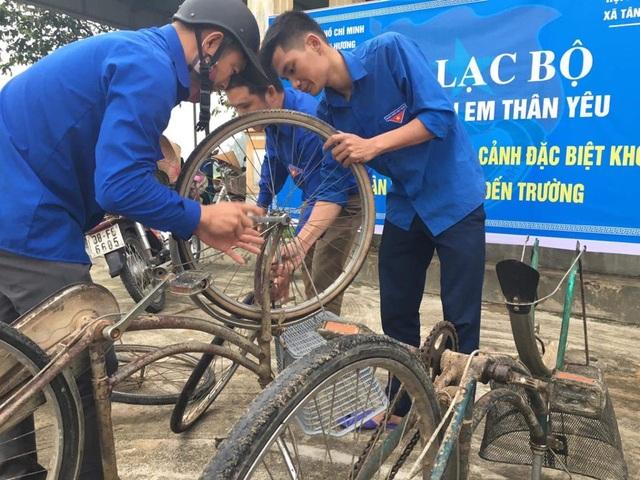Hà Tĩnh: Biến phế liệu thành xe đạp tặng học sinh nghèo - 3