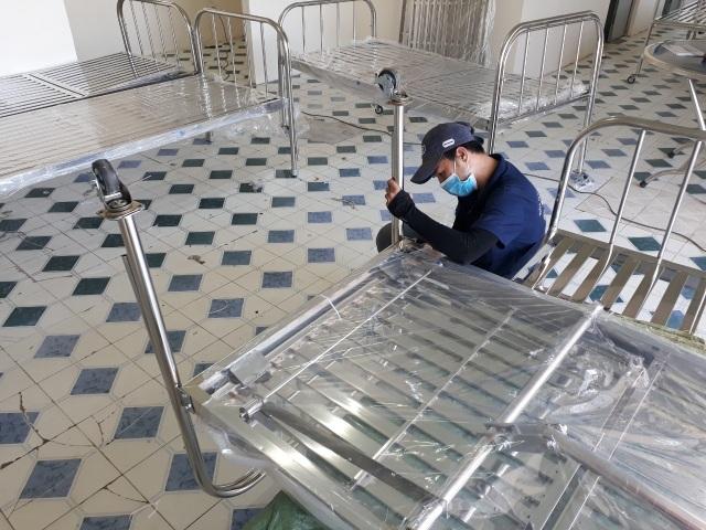Qui Phúc lắp thêm giường cho bệnh viện chuyên trị Covid-19 Cần Giờ - 3