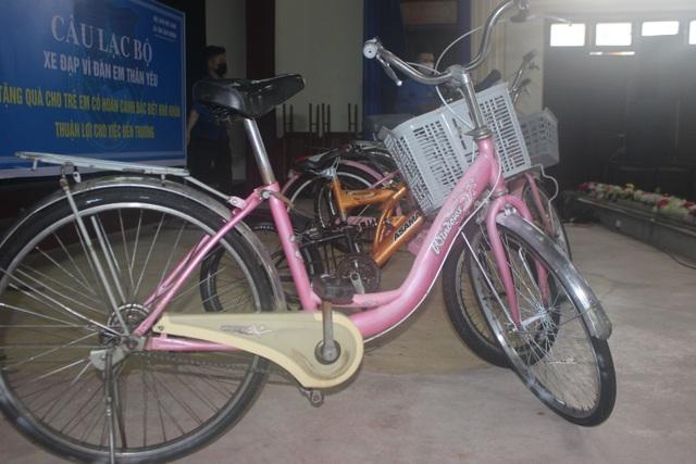 Hà Tĩnh: Biến phế liệu thành xe đạp tặng học sinh nghèo - 2