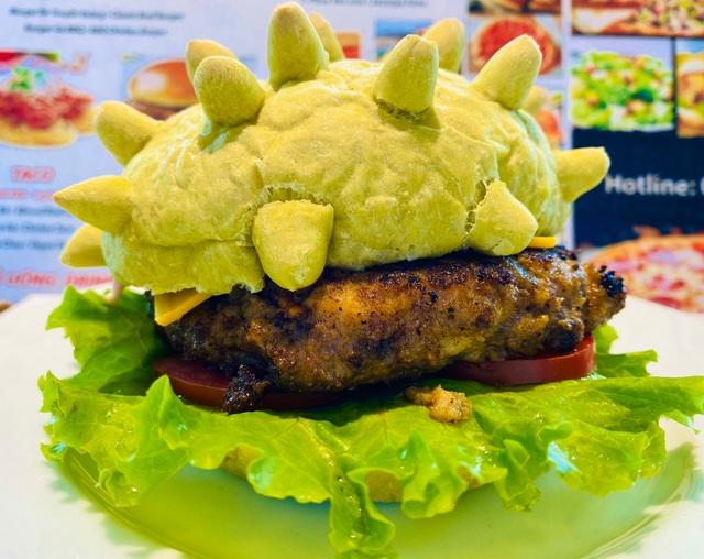 Bánh Hamburger mang hình virus corona cháy hàng - 1