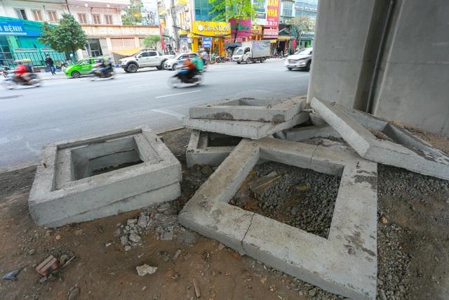 Hành lang đường sắt Cát Linh - Hà Đông thành nơi đổ rác - 4