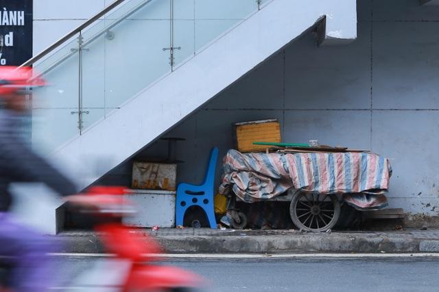 Hành lang đường sắt Cát Linh - Hà Đông thành nơi đổ rác - 6