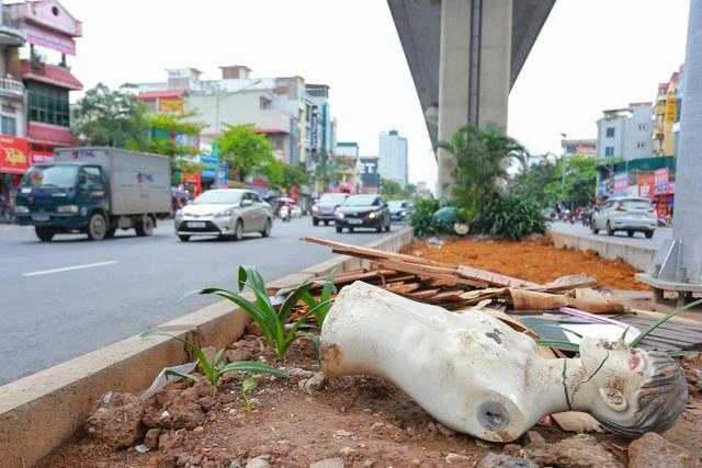Hành lang đường sắt Cát Linh - Hà Đông thành nơi đổ rác - 7