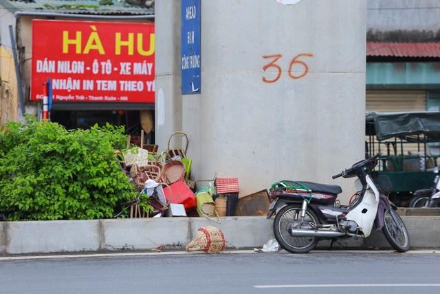 Hành lang đường sắt Cát Linh - Hà Đông thành nơi đổ rác - 9