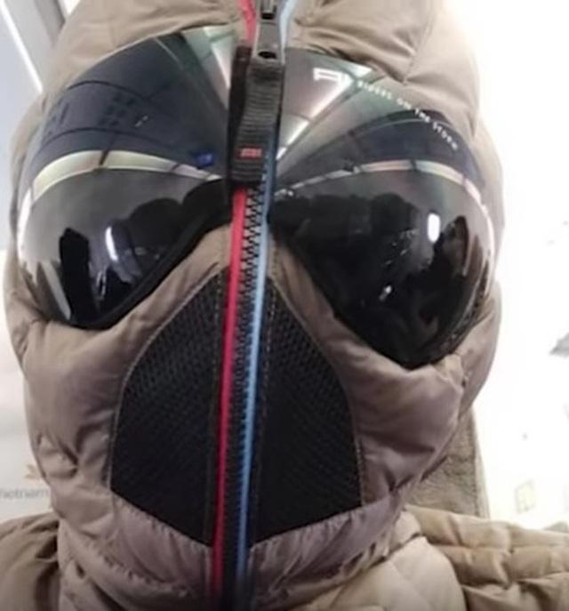 """Xuân Bắc mặc """"ngộp thở"""" như """"người nhện"""" khi đi máy bay phòng Covid-19 - 4"""