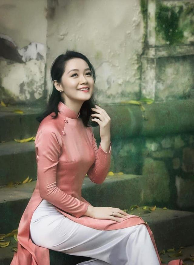 """Tình hình """"ái nữ"""" về bằng chuyên cơ và sao Việt khắp nơi trên thế giới - 19"""