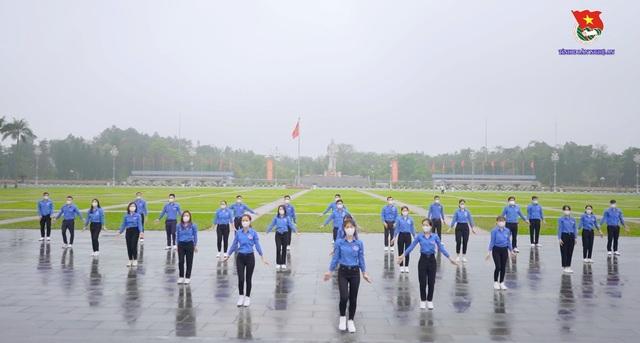 """Tuổi trẻ Nghệ An đồng diễn ấn tượng màn """"đánh giặc corona"""" - 3"""