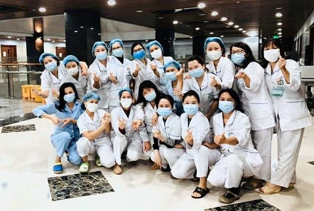 Nhân viên y tế tiếp xúc hai điều dưỡng mắc Covid-19 tại Bạch Mai âm tính - 1