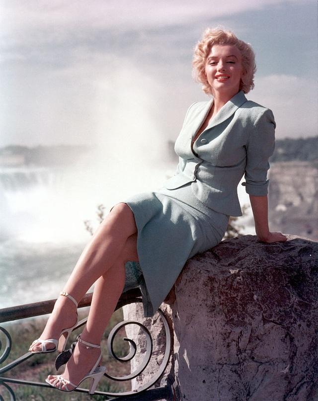 Bức ảnh hiếm của Marilyn Monroe được bán với giá hơn 60.000 USD - 1