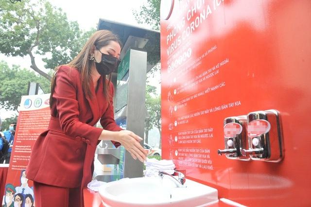 Chi Pu làm đại sứ gây quỹ dựng 100 trạm rửa tay dã chiến miễn phí - 2