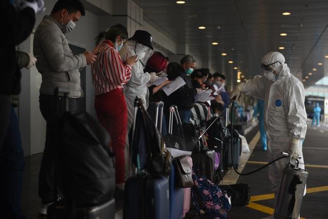 Sân bay Vân Đồn đón thêm hơn 500 người Việt trở về từ Anh, Đức - 3