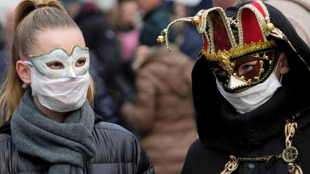 Người châu Âu vẫn tụ tập, lách luật bất chấp dịch bệnh leo thang - 1