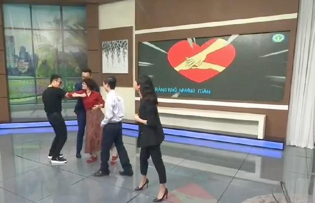 """Lãnh đạo phường Trúc Bạch nhảy """"Ghen cô Vy"""" sau khi dỡ lệnh cách ly - 5"""