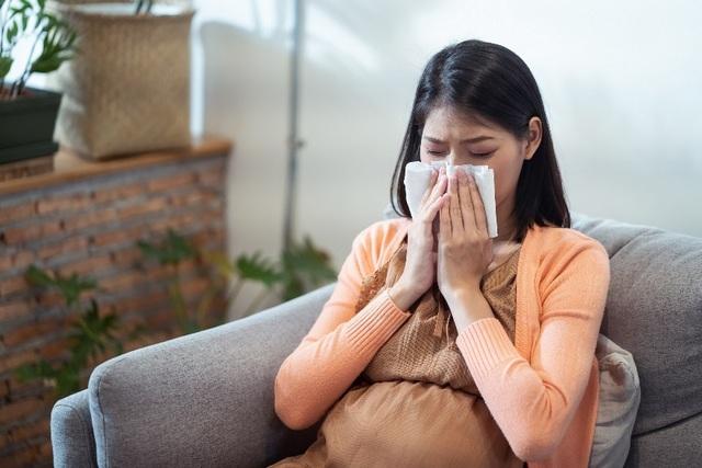 Sức đề kháng mong manh, bảo vệ mẹ bầu thế nào trong mùa dịch Covid-19? - 1