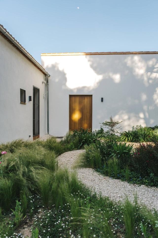 Ngôi nhà ở Tây Ban Nha nhưng lại mang đậm phong cách thiết kế Việt - 3