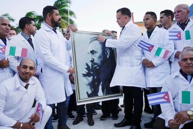 """Cuba lần đầu cử """"đội quân áo trắng"""" giúp Italia chống dịch Covid-19 - 1"""