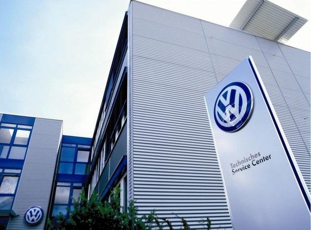 Tập đoàn xe hơi Volkswagen tạm ngừng sản xuất tại châu Âu do dịch Covid-19 - 1