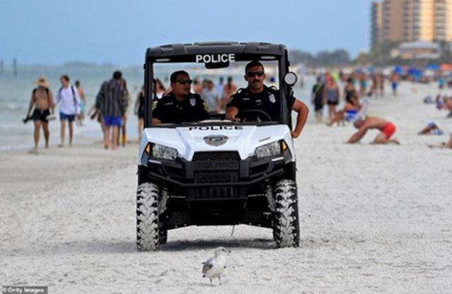 Đóng cửa những bãi biển nổi tiếng do tập trung đông người - 2