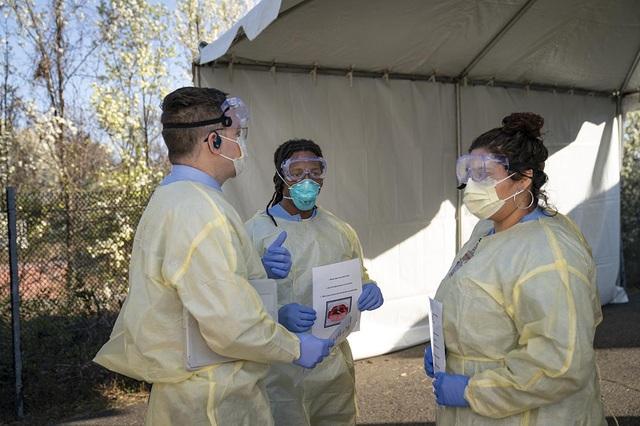 Truyền hình Mỹ tặng đạo cụ y tế cho bác sĩ ứng phó dịch Covid-19 - 1