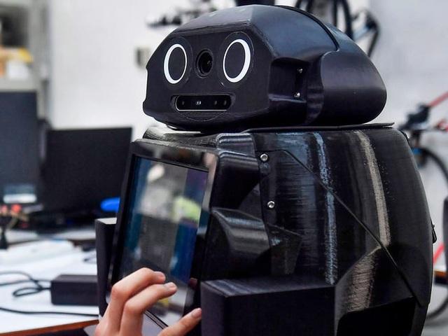 Thái Lan dùng robot để khám chữa cho bệnh nhân Covid-19 - 1