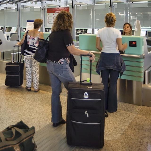 Những việc không nên mất thời gian thực hiện ở sân bay - 3