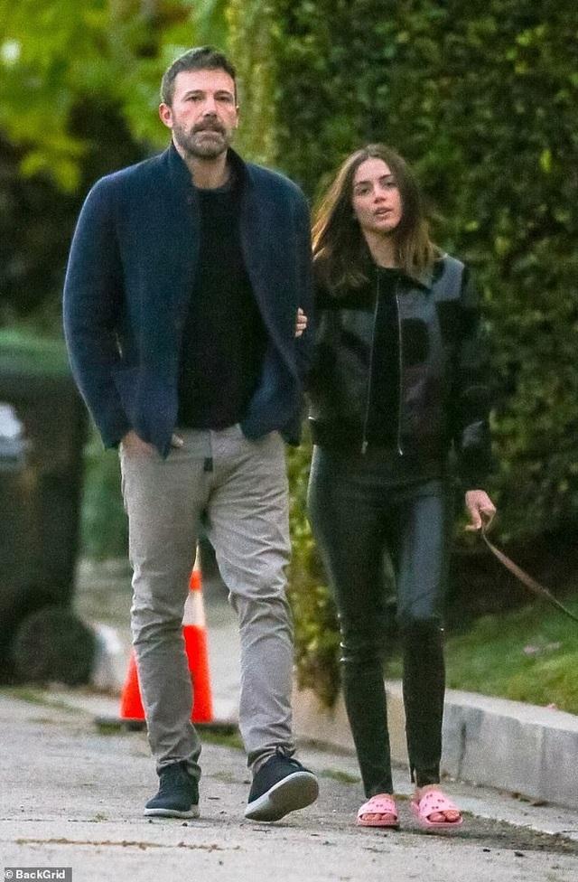 Ben Affleck tình tứ bên bạn gái Bond-girl - 4