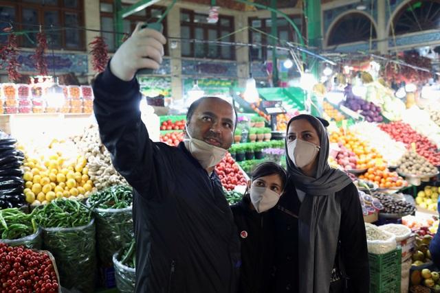 Số ca Covid-19 mới tại Iran tăng kỷ lục, gần 25.000 người nhiễm virus - 1