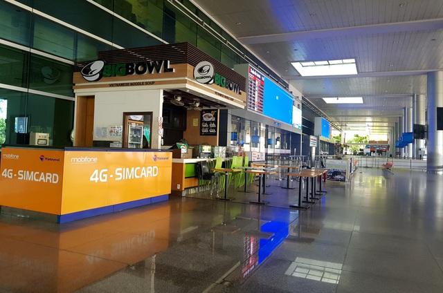 Sân bay Tân Sơn Nhất vắng ngắt sau lệnh dừng nhập cảnh - 6
