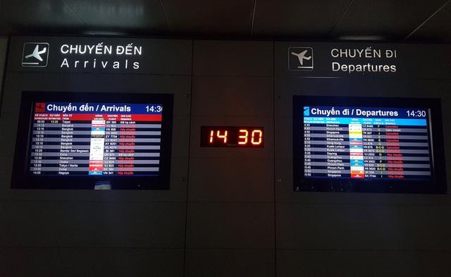 Sân bay Tân Sơn Nhất vắng ngắt sau lệnh dừng nhập cảnh - 3